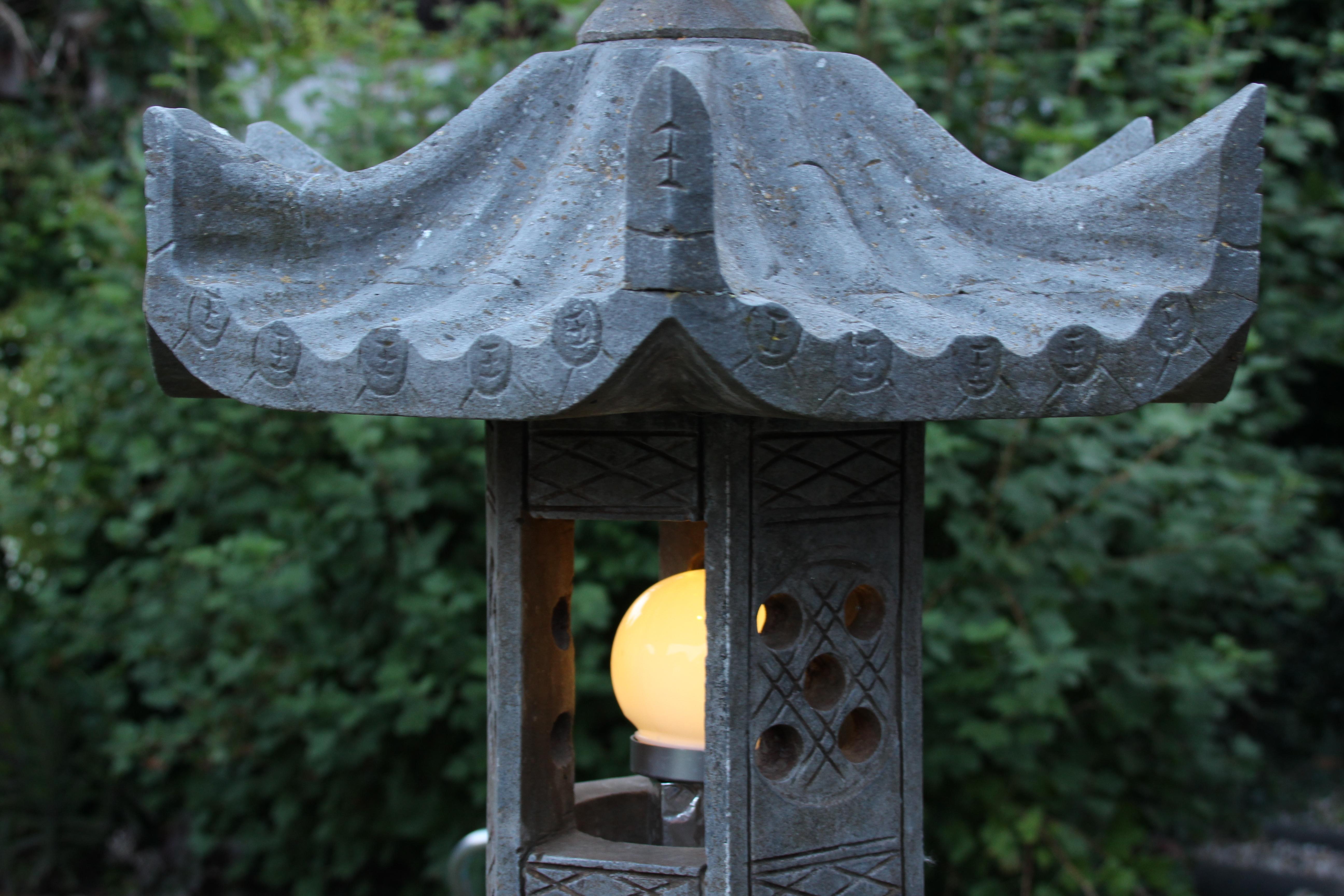 Asiatische Lampe leuchtet